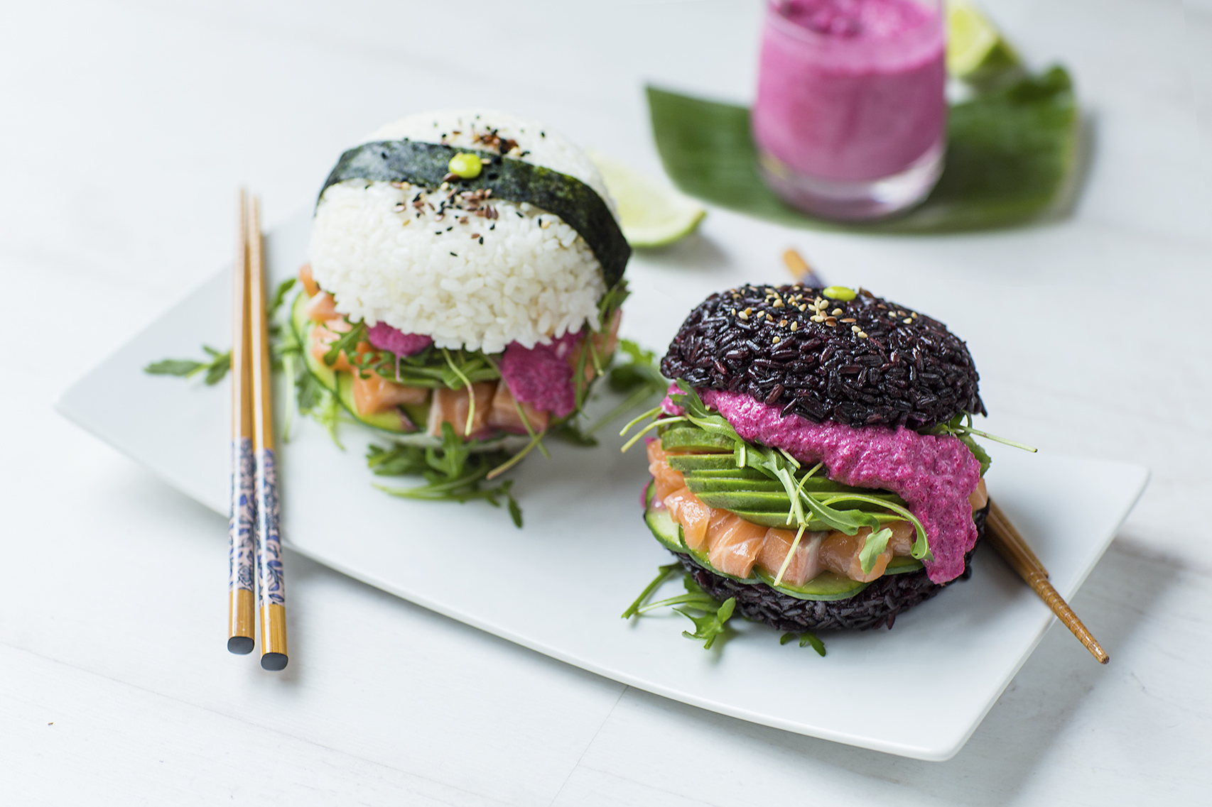 Sushi burgers aux deux riz, saumon et avocat